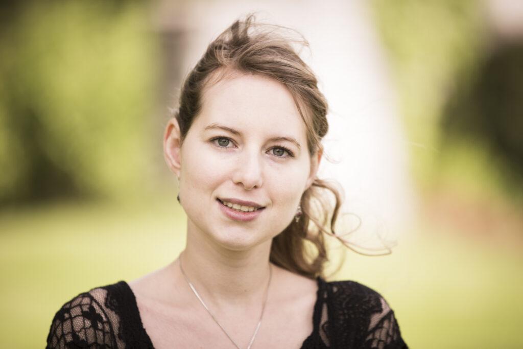 Portraitfoto von der Musikerin und Komponistin Adina Friis