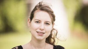 Portraitfoto von der Musikerin und Komponistin Adina Friis.